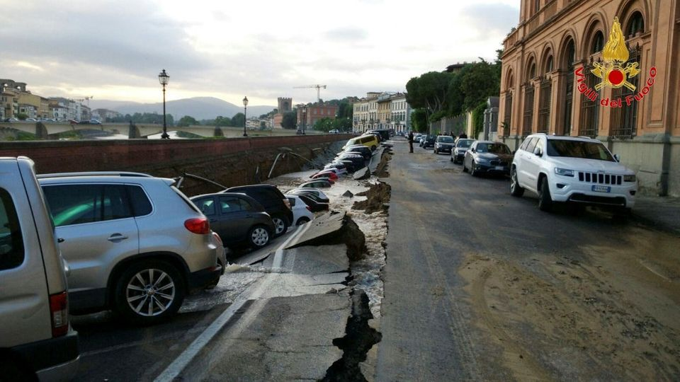 Aroad running up to the famous Ponte Vecchio, next to the River Arno, caved in onWednesday.