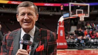 CHICAGO, IL - MARCH 05: TNT Reporter Craig Sager reports before a game between the Oklahoma City Thunder and Chicago Bulls on March 5, 2015 at the United Center in Chicago, Illinois. NOTE TO USER: User expressly acknowledges and agrees that, by downloading and/or using this photograph, user is consenting to the terms and conditions of the Getty Images License Agreement.  Mandatory Copyright Notice: Copyright 2015 NBAE (Photo by Randy Belice/NBAE via Getty Images)