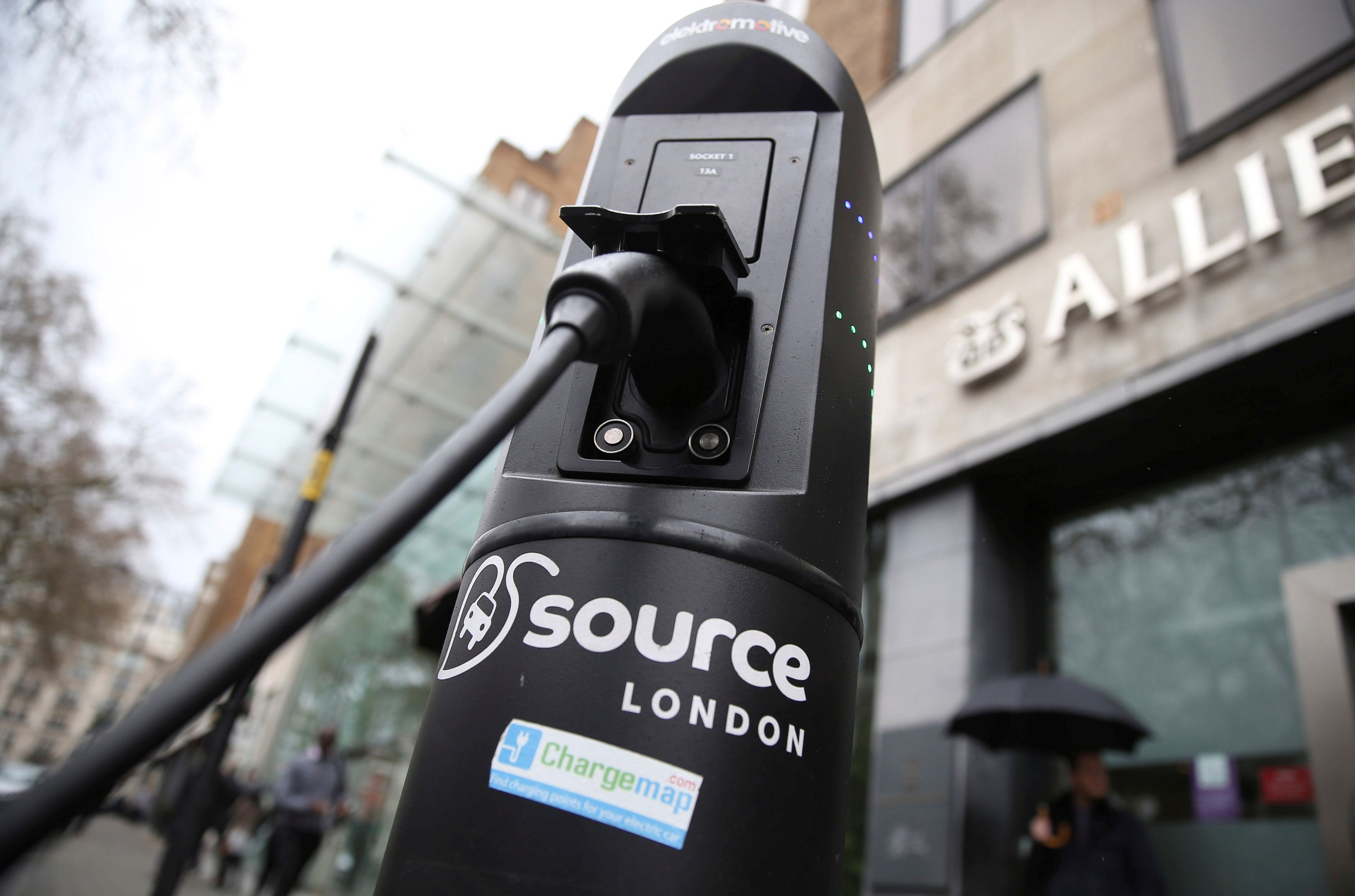 FILE PHOTO - An electric car is plugged into a charging point in London, Britain in this April 7, 2016 file photo. REUTERS/Neil Hall/File Photo