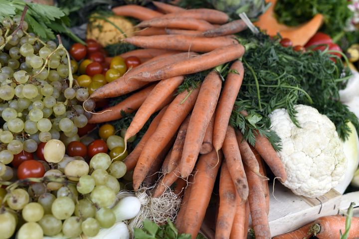 Fruits and vegetables judged ugly by mass market retailers/