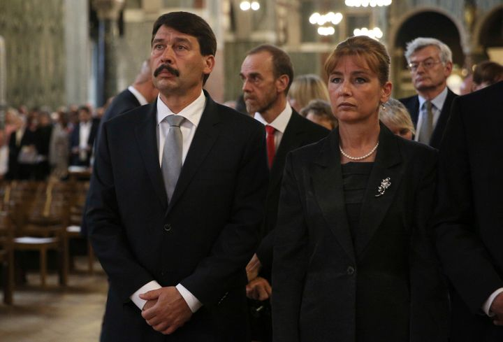 Hugary's Presiedent Janos Ader and his wife Anita Herczegh view the Hungarian relic of St Thomas a Becket during a ceremony a