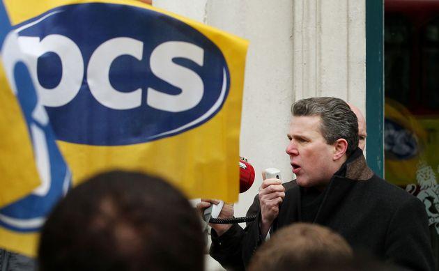 Mark Serwotka addressing striking members outside the Cabinet