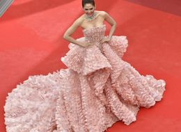 This Gown Was Recreated With Prawn Snacks, And The Result Is Amazing