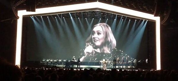 Adele's Response To Forgetting Her Own Lyrics Is So Adele