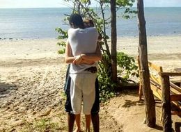 This Optical Illusion Hugging Photo Will Make Your Brain Melt