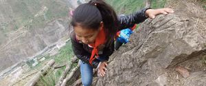 CHINA STUDENTS CLIFF CLIMB