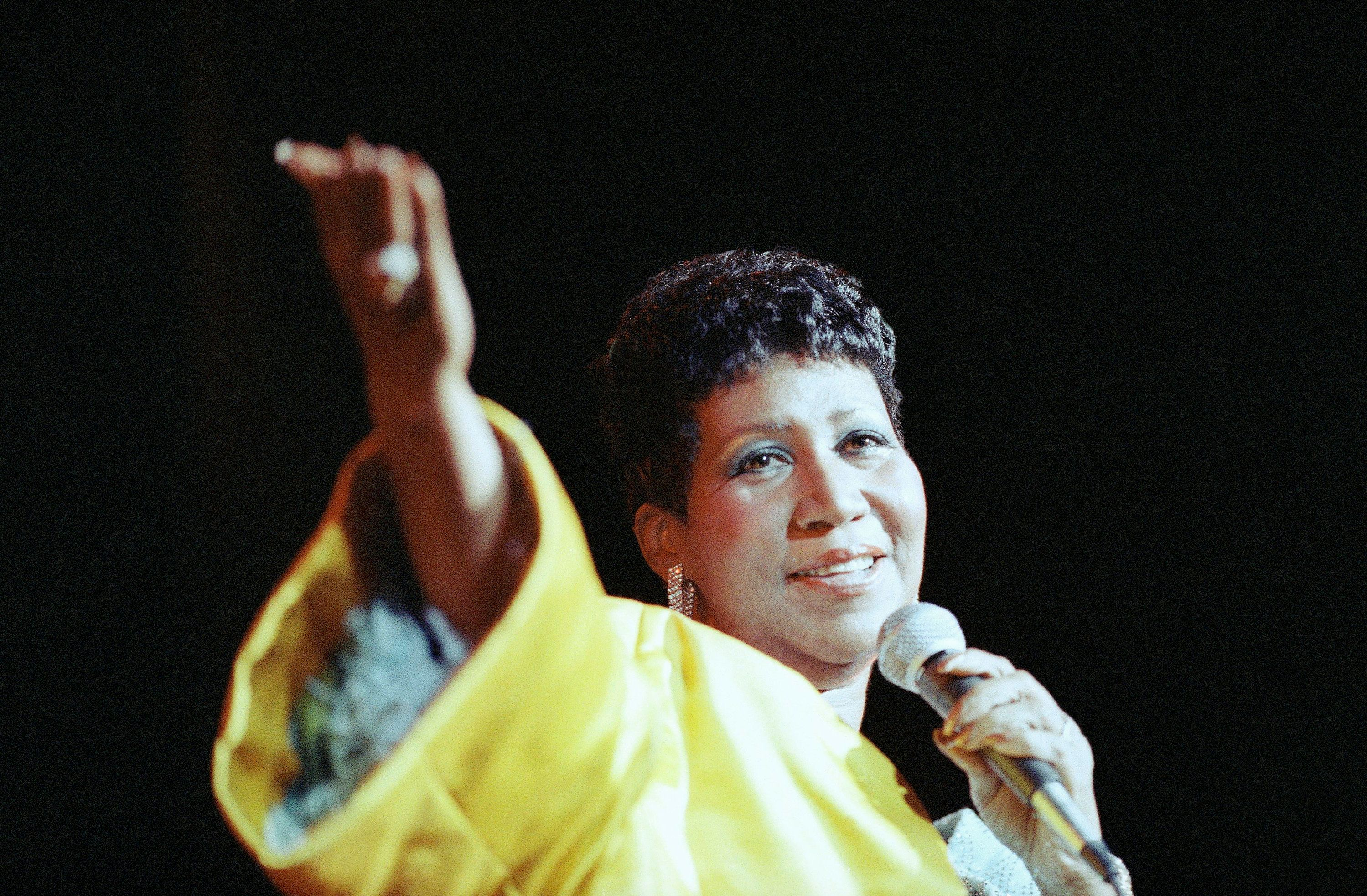 Entertainer Aretha Franklin performs at New York's Radio City Music Hall, July 6, 1989. (AP Photo/Mario Suriani)