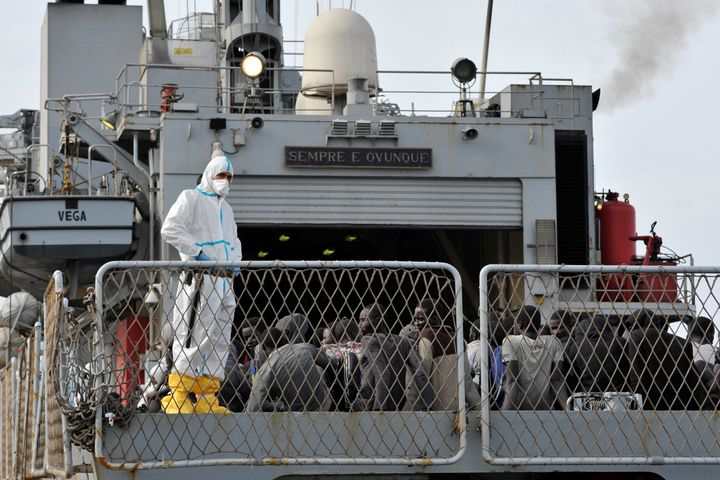 The Italian Navy ship 'Vega' arrives with more than 600 migrants and refugees on May 29, 2016 in the port of Reggio Calabria,