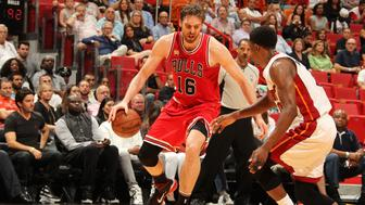 MIAMI, FL - APRIL 7:  Pau Gasol #16 of the Chicago Bulls handles the ball against the Miami Heat on April 7, 2016 at AmericanAirlines Arena in Miami, Florida. NOTE TO USER: User expressly acknowledges and agrees that, by downloading and or using this Photograph, user is consenting to the terms and conditions of the Getty Images License Agreement. Mandatory Copyright Notice: Copyright 2016 NBAE (Photo by Issac Baldizon/NBAE via Getty Images)