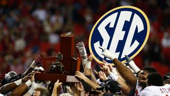 The Alabama Crimson Tide celebrates with the trophy after beating the Georgia Bulldogs during the NCAA SEC college football championship in Atlanta, Georgia, December 1, 2012. REUTERS/Chris Keane (UNITED STATES - Tags: SPORT FOOTBALL)