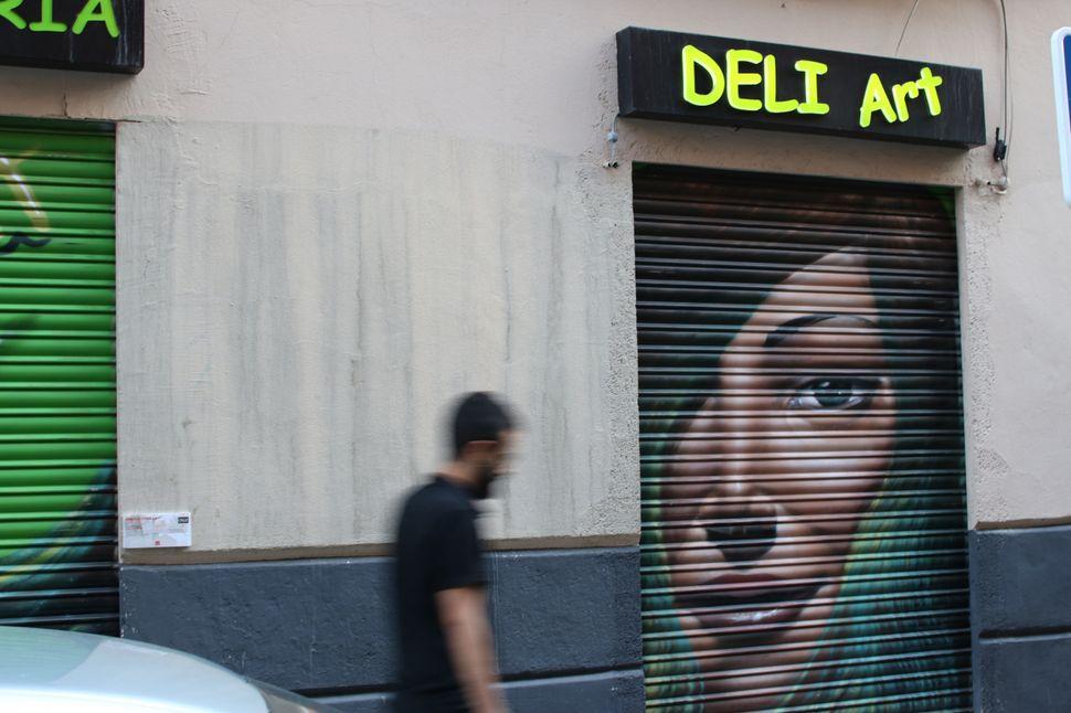 "An artwork by <a href=""https://www.behance.net/fabiolacorreas"">Fabiola Correas</a> for Deliart hairdressers."