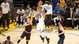 OAKLAND, CA - JUNE 2: Shaun Livingston #34 of the Golden State Warriors shoots the ball during the game against the Cleveland Cavaliers in Game One of the 2016 NBA Finals on June 2, 2016 at ORACLE Arena in Oakland, California. NOTE TO USER: User expressly acknowledges and agrees that, by downloading and or using this photograph, user is consenting to the terms and conditions of Getty Images License Agreement. Mandatory Copyright Notice: Copyright 2016 NBAE (Photo by Noah Graham/NBAE via Getty Images)