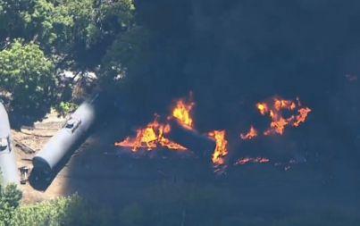 Oil train derails in Columbia River Gorge