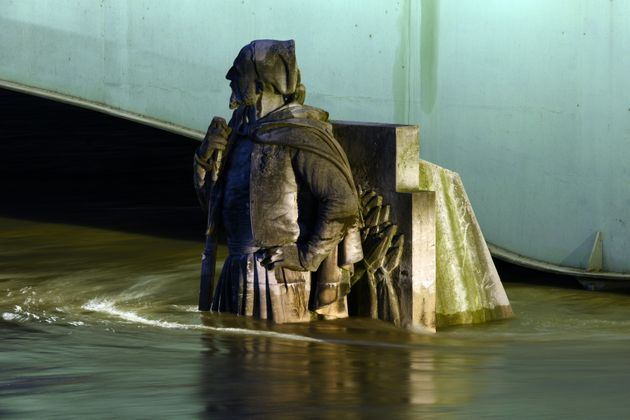 The Zouave statue of the Alma bridge flooded by the