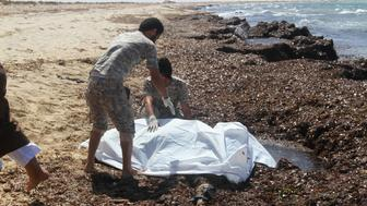 ATTENTION EDITORS - VISUALS COVERAGE OF SCENES OF DEATHGuards place the body of a migrant into a body bag after a boat sank off the coastal town of Zuwara, west of Tripoli, Libya June 4, 2016. REUTERS/Hani Amara. TEMPLATE OUT