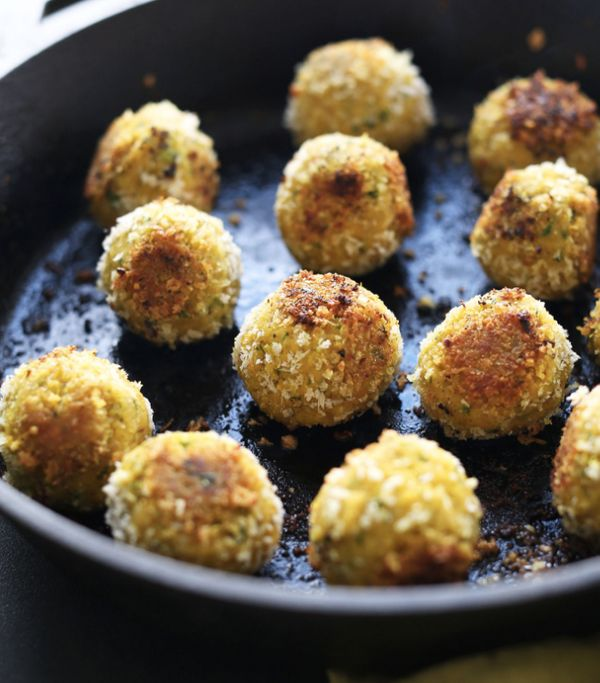 "<strong>Get the <a href=""http://minimalistbaker.com/turmeric-chickpea-fritters/"" target=""_blank"">Turmeric Chickpea Fritters r"