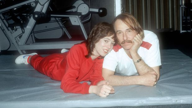 SUMMIT, NJ - DECEMBER 1: John Phillips poses for a photograph December 1, 1980 with his daughter MacKenzie while in drug rehab at Fair Oaks Hospital in Summit, New Jersey. (Photo by Yvonne Hemsey/Getty Images)