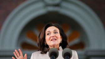 Facebook's COO Sheryl Sandberg delivers the Class Day address at Harvard University in Cambridge, Massachusetts May 28, 2014, one day ahead of Commencement Exercises at the university.   REUTERS/Brian Snyder    (UNITED STATES - Tags: EDUCATION BUSINESS)