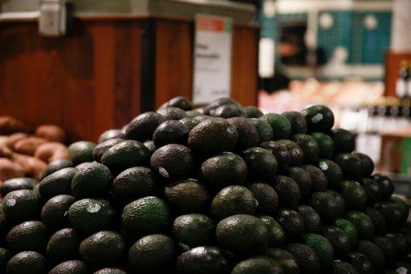 Perfect avocados form a lovely, symmetrical pyramid.