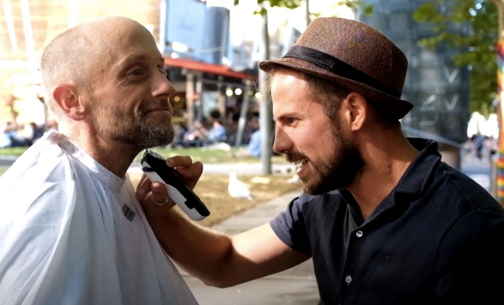This barber gives free haircuts to the homeless.