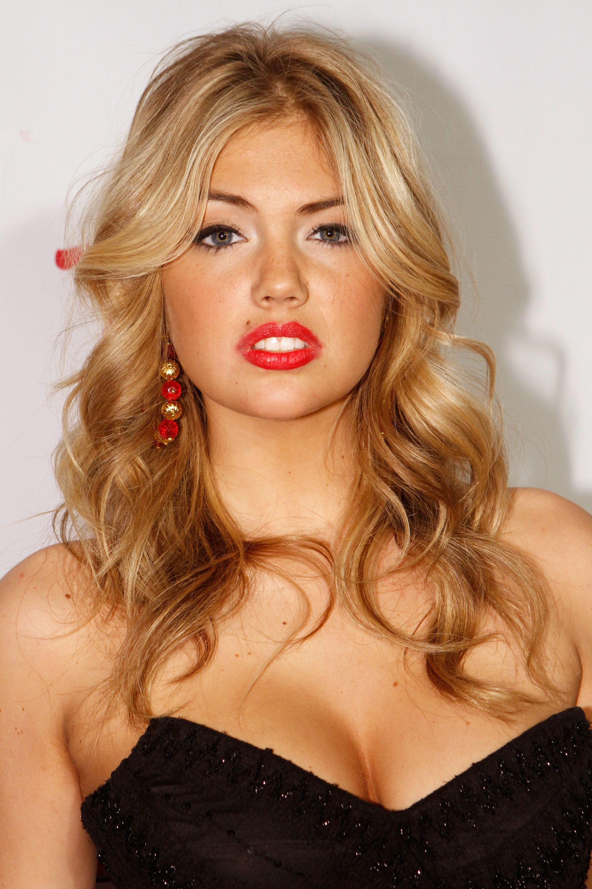 The Gorgeous Style Evolution Of Kate Upton Over Her Short