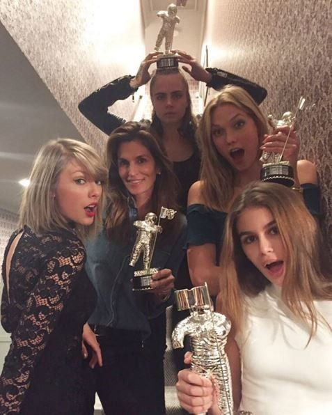 "After their <a href=""https://www.huffpost.com/entry/taylor-swift-vmas-video-of-the-year_n_55df85b6e4b0b7a96338773c"" target=""_"