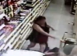 Gripping Video Shows Woman Fighting Off Daughter's Would-Be Kidnapper