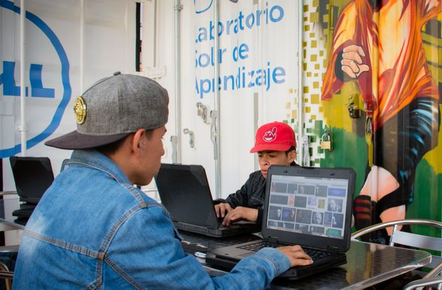 Teens in Cazuca use lap tops on the Lab's outdoor