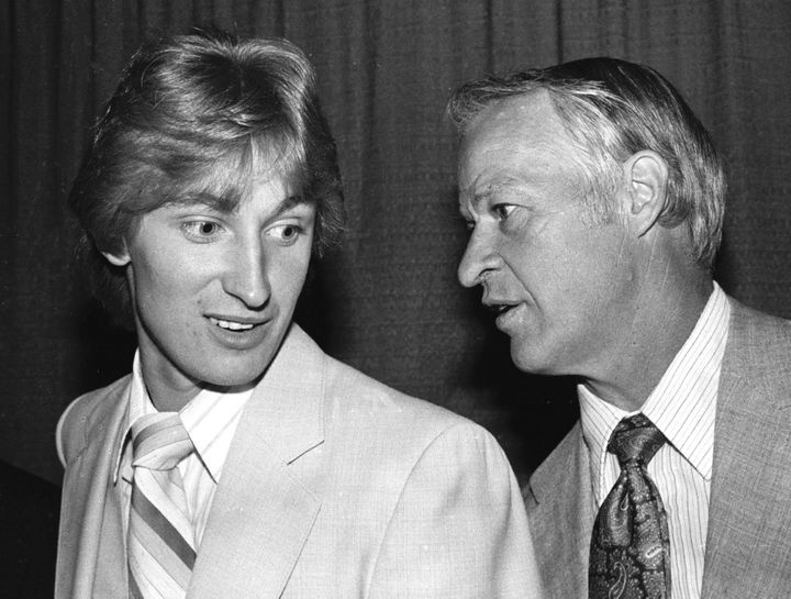 Wayne Gretzky and Gordie Howe at a reception for the latter the day after he retired from the NHL in&nbsp