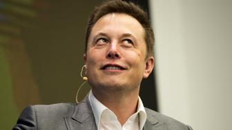 Elon Musk, Chairman of SolarCity and CEO of Tesla Motors, speaks at SolarCity's Inside Energy Summit in Manhattan, New York October 2, 2015. SolarCity on Friday said it had built a solar panel that is the most efficient in the industry at transforming sunlight into electricity.    REUTERS/Rashid Umar Abbasi