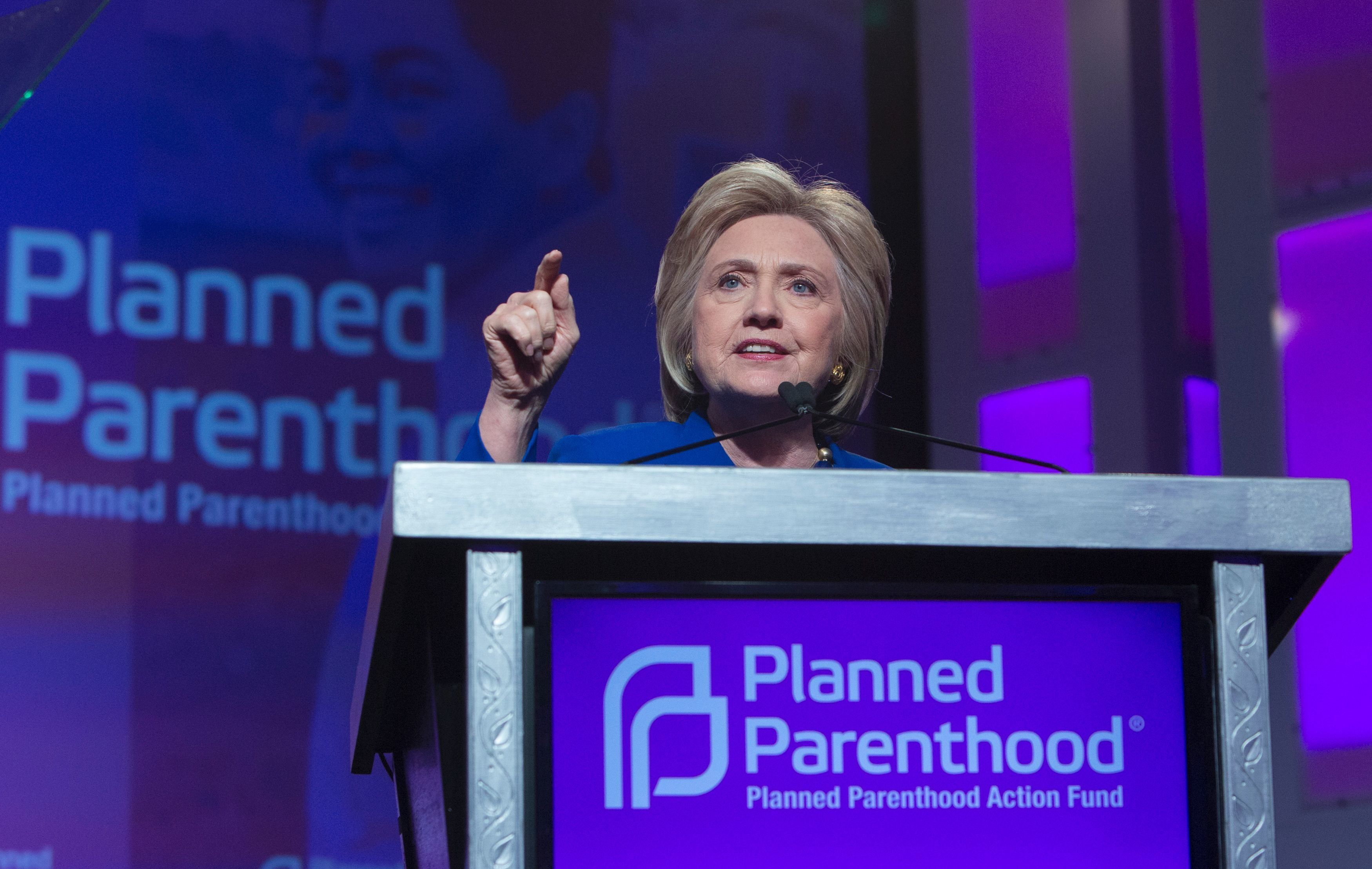 Democratic presidential candidate Hillary Clinton addresses the Planned Parenthood Action Fund in Washington DC, June 10, 2016.  / AFP / CHRIS KLEPONIS        (Photo credit should read CHRIS KLEPONIS/AFP/Getty Images)