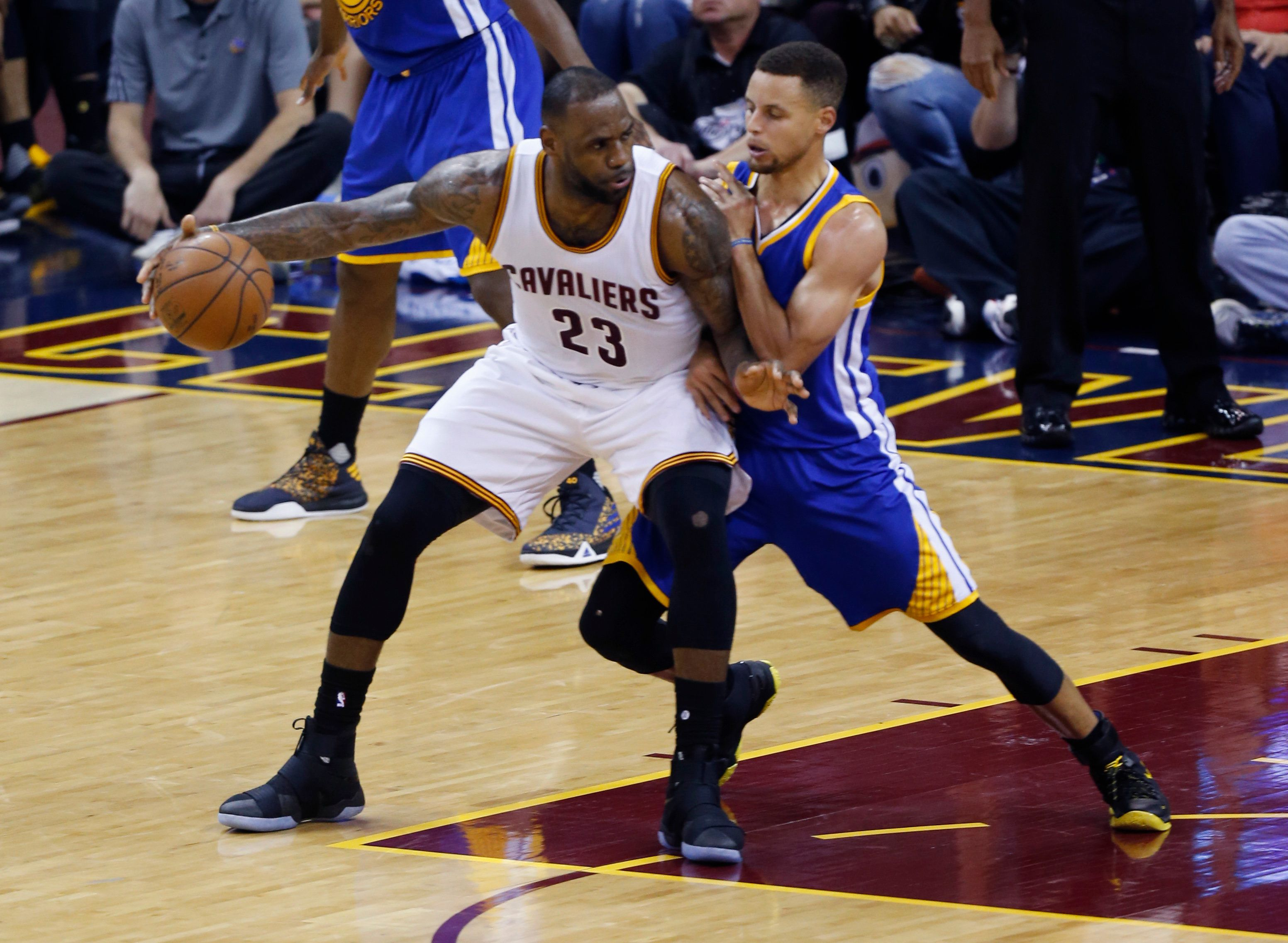 Cleveland Cavaliers forward LeBron James (L) posts up against Golden State Warriors guard Stephen Curry (R) during Game 3 of the NBA Finals in Cleveland, Ohio on June 8, 2016. The Cavaliers won Game 3. LeBron James scored 32 points and Kyrie Irving added 30, powering Cleveland over defending champion Golden State 120-90 to lift the Cavaliers back into contention in the NBA Finals. Despite the blowout loss, the Warriors remain ahead 2-1 in the best-of-seven series.  / AFP / Jay LaPrete        (Photo credit should read JAY LAPRETE/AFP/Getty Images)