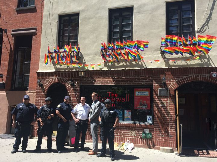 <strong>NYPD outside Stonewall Inn, in NYC&nbsp;<br><br><br></strong>