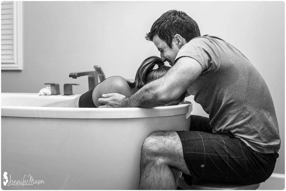 35 Raw Birth Photos Of Dads Welcoming Their Babies Into The World