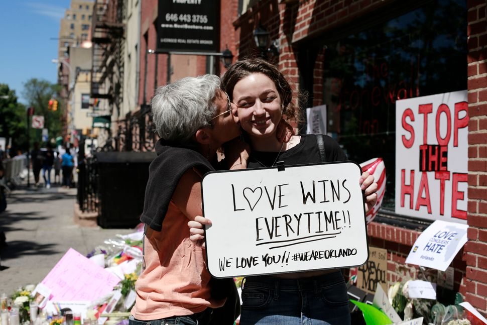 Wendy and Zoë Levine, whose mother was Latina, sent a message of love.