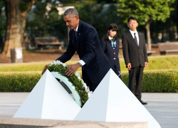 President Obama lays a wreath at acenotaph in Hiroshima Peace Memorial Park, Friday, May 27, 2016.