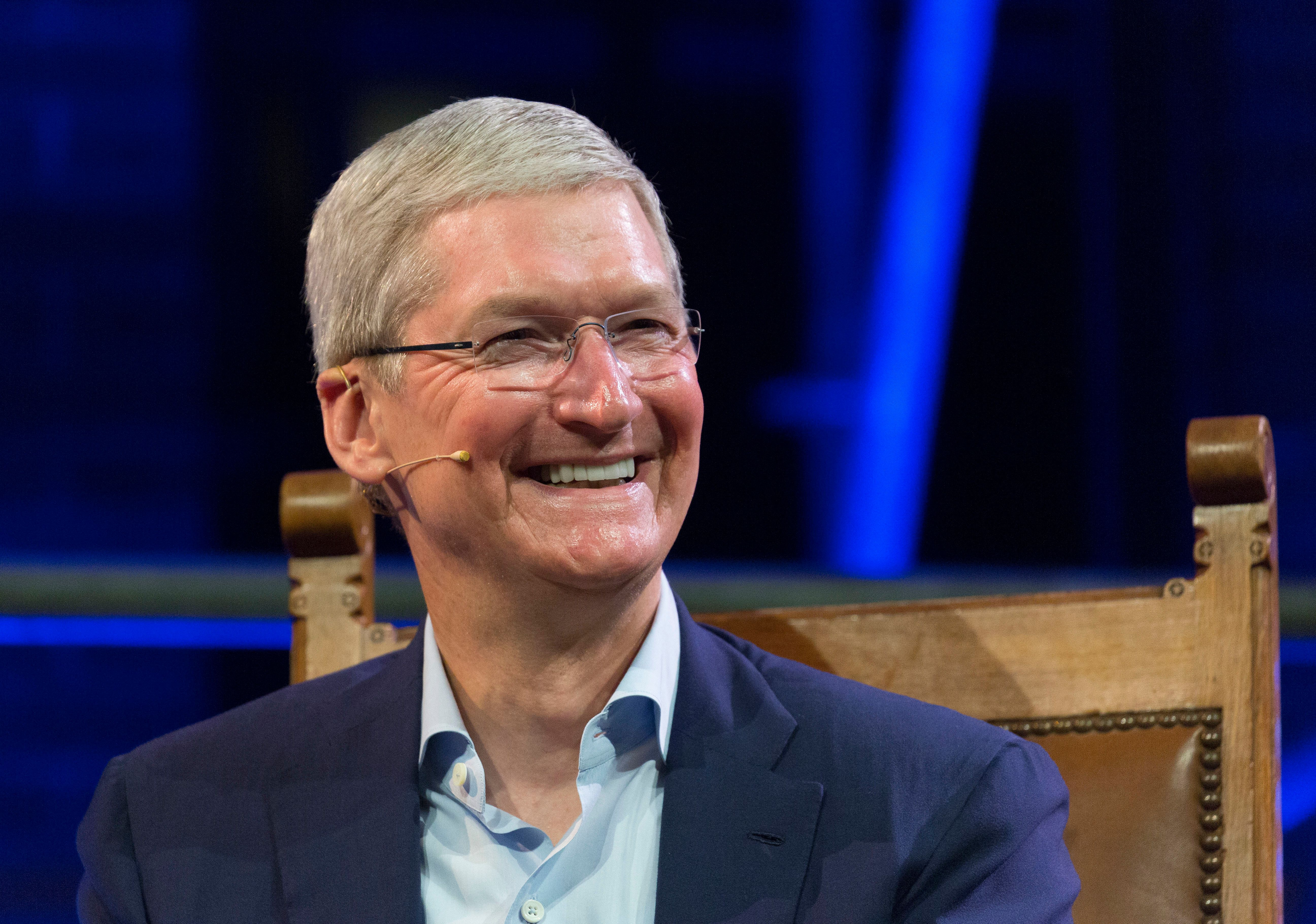 Apple CEO Tim Cook apparently does not want his company to be associated with Donald Trump.