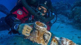 Brendan Foley compares amphora styles on the Antikythera Shipwreck.