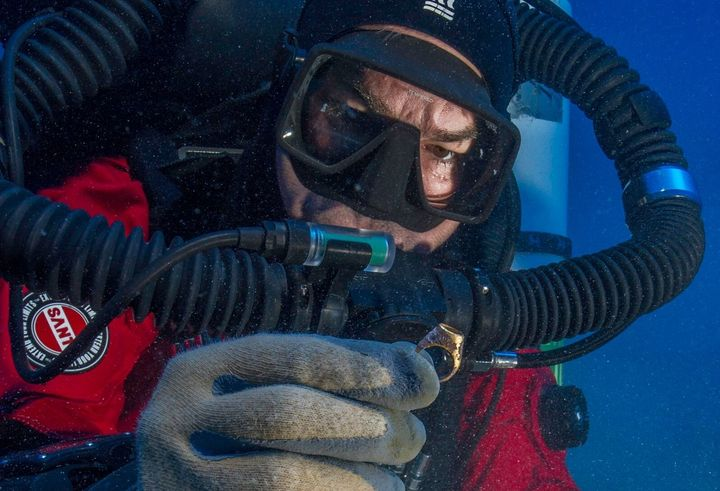 Foley recovers a gold ring from the Antikythera shipwreck.