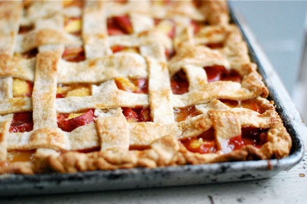 "<strong>Get the <a href=""http://www.brooklynsupper.net/2013/08/peach-slab-pie/#.U-TP44BdUgt"" target=""_blank"">Peach Slab Pie r"