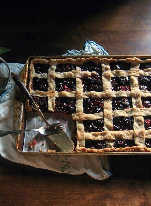 "<strong>Get the <a href=""http://www.unegaminedanslacuisine.com/2013/07/cherry-slab-pie.html"" target=""_blank"">Cherry Slab Pie"