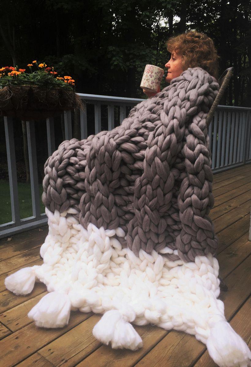 BeCozi Giant Merino Cable blanket