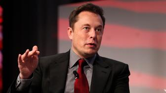 "Tesla Motors CEO Elon Musk talks at the Automotive World News Congress at the Renaissance Center in Detroit, Michigan, January 13, 2015. Tesla Motors Inc plans to boost production of electric cars to ""at least a few million a year"" by 2025 from fewer than 40,000 last year, Musk said Tuesday. Picture taken January 13, 2015.    REUTERS/Rebecca Cook   (UNITED STATES - Tags: TRANSPORT BUSINESS)"