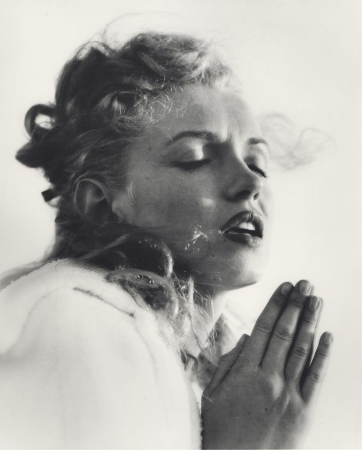 In 1945, Andre de Dienes was the first professional photographer to work with Monroe when she was known simply as Norma Jeane.
