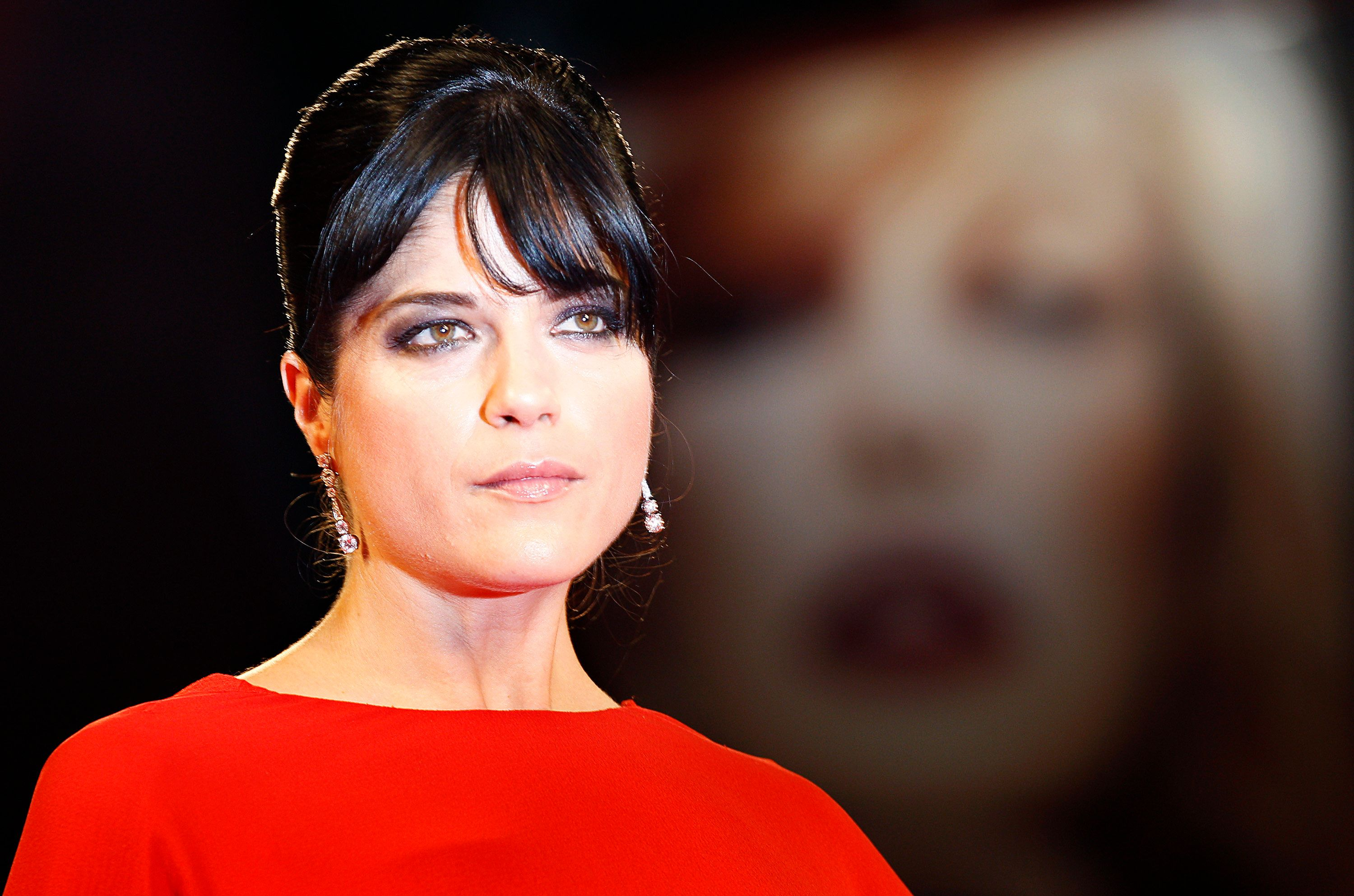 "Actress Selma Blair poses for photographers as she arrives on the ""Dark Horse"" red carpet at the 68th Venice Film Festival September 5, 2011. REUTERS/Alessandro Bianchi (ITALY - Tags: ENTERTAINMENT HEADSHOT)"