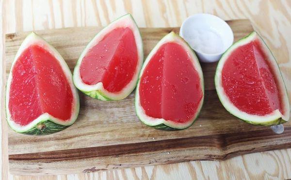 "<strong>Get the <a href=""http://www.abeautifulmess.com/2013/06/fresh-watermelon-jello-sea-salt.html"" target=""_blank"">Fresh Wa"