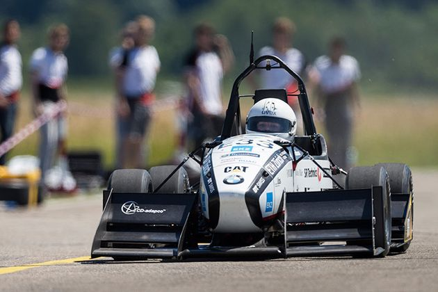 Electric Race Car Sets An Absolutely Obscene Acceleration