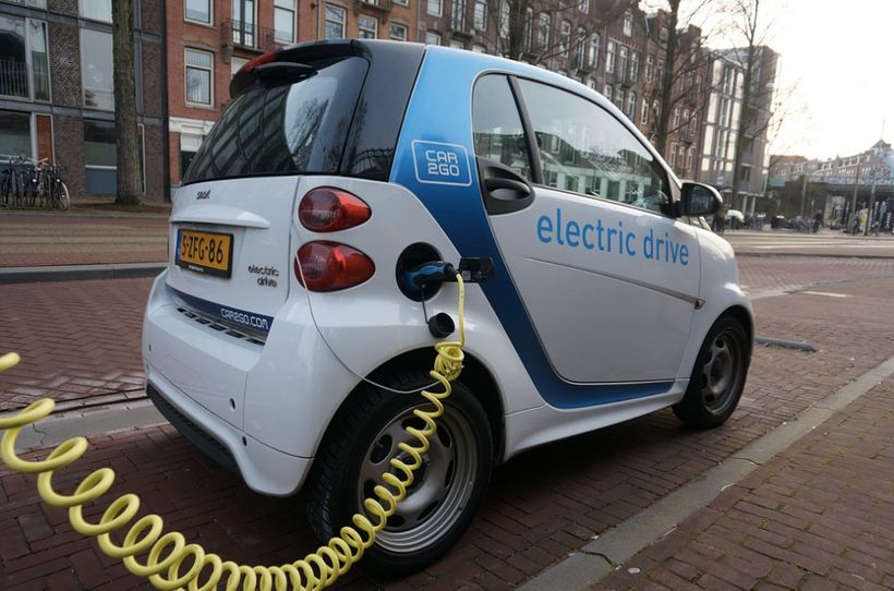 <i>Amsterdam plans to have 4,000 public electric vehicle charging stations by 2018.</i>