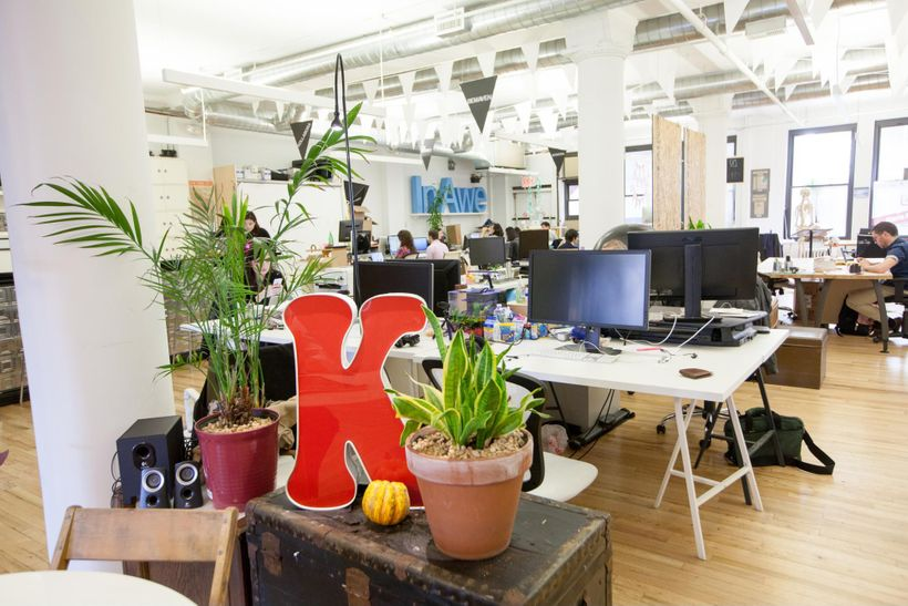 Sit down and work in an inspiring environment. Friendly enough to call your own. (Knotel Flatiron)