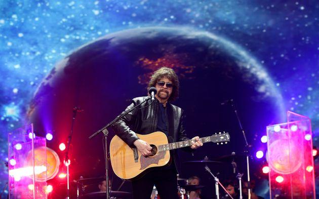 Glastonbury 2016: Jeff Lynne's ELO Bring The Nostalgia With 'Legends' Set On Pyramid